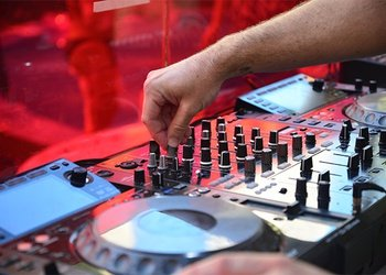 DJs + Gogos Apartamentos Benidorm Celebrations™ Music Resort (Adults Only)