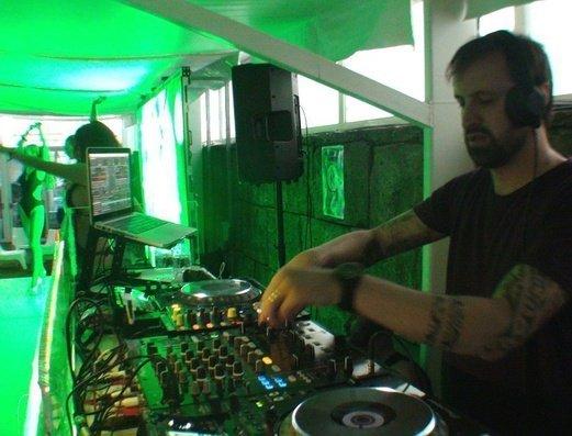 Fiestas amenizadas con los mejores DJ Apartamentos Benidorm Celebrations™ Pool Party Resort (Adults Only)